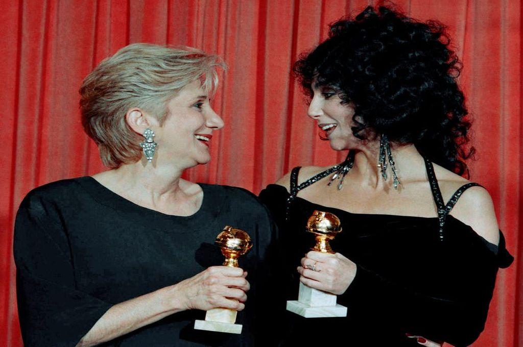 Olympia Dukakis, junto a Cher Crédito: Captura de pantalla