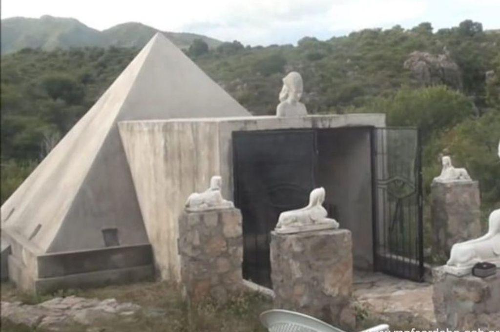 La organización tenía su centro de atención en una estancia de Córdoba, donde construyeron una réplica de una pirámide para orar. Crédito: Gentileza