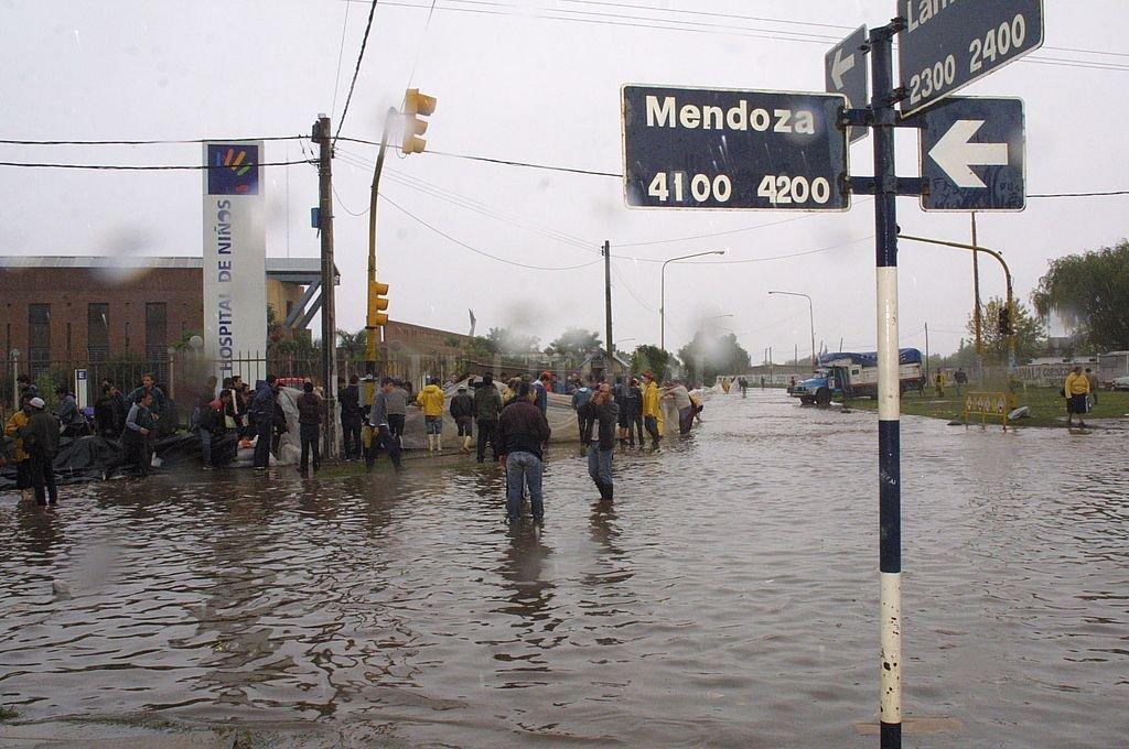 El 29 de abril de 2003 ocurrió en Santa Fe una verdadera tragedia evitable. Somos una ciudad con memoria, que sigue exigiendo justicia y que debe trabajar para disminuir el riesgo hídrico y mitigar la vulnerabilidad. Crédito: Archivo El Litoral