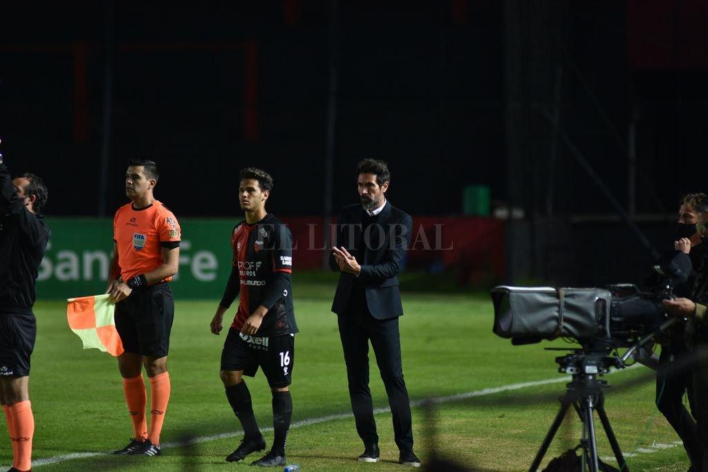 Domínguez mete a Ferreira en la cancha. Es un jugador ideal si el técnico decide preservar a Castro o al Pulga. Crédito: Manuel Fabatia