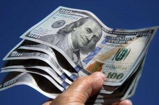 """El dólar oficial abrió este lunes estable y el """"blue"""" se vende a $ 150"""