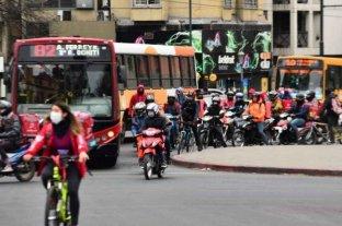 Córdoba: proyecto de ley para vacunar a trabajadores de limpieza, delivery y call centers