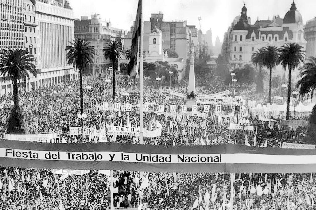 1° de mayo de 1974. Perón volvía a salir al balcón frente a Plaza de Mayo después de 18 años. Crédito: Archivo El Litoral