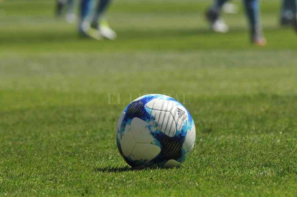 Pelota parada. El juego de la Liga sigue suspendido hasta el 21 de mayo. Crédito: Mauricio Garín