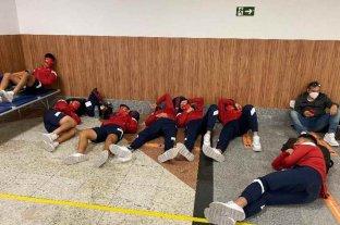 PCR positivos en Independiente: partido suspendido y jugadores durmiendo en el aeropuerto