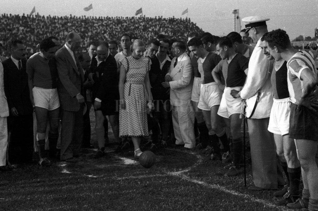 Evita en la inauguración oficial de la cancha Crédito: Archivo El Litoral