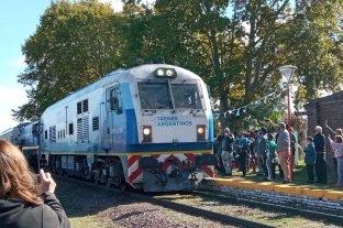 Histórico: el tren de pasajeros volvió a detenerse en la estación de Serodino