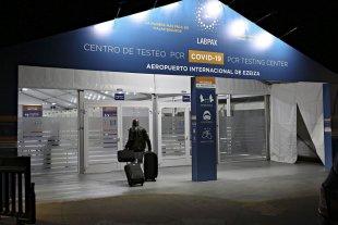 Allanan el aeropuerto de Ezeiza por sospechas en la empresa que realiza los hisopados
