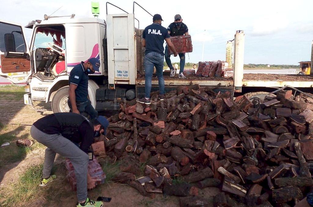 En total, Prefectura Naval secuestró 545,412 kilos de marihuana, distribuidos en 23 bolsas de nailon tipo arpillera y untadas en grasa para disimular el olor. Crédito: Archivo El Litoral