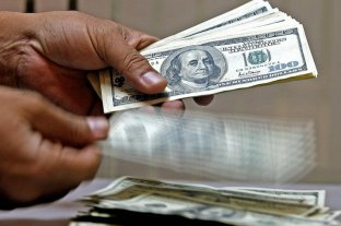 """Dólar hoy: el oficial abre estable y el """"blue"""" baja a $ 151"""