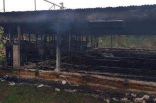 Se incendió un criadero en Córdoba y murieron más de 10 mil pollos