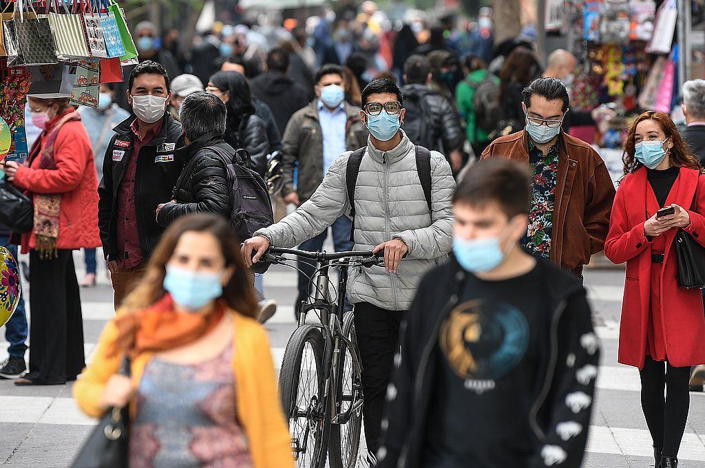 Este jueves se reportaron 6.202 nuevos casos de coronavirus -lo que elevó el total a 1.229.248-, pero el dato que destacó la autoridad sanitaria es que de ellos, 35.469 son activos, lo que representa una disminución del 17% respecto al 1 de abril. Crédito: Xinhua/Jorge Villegas