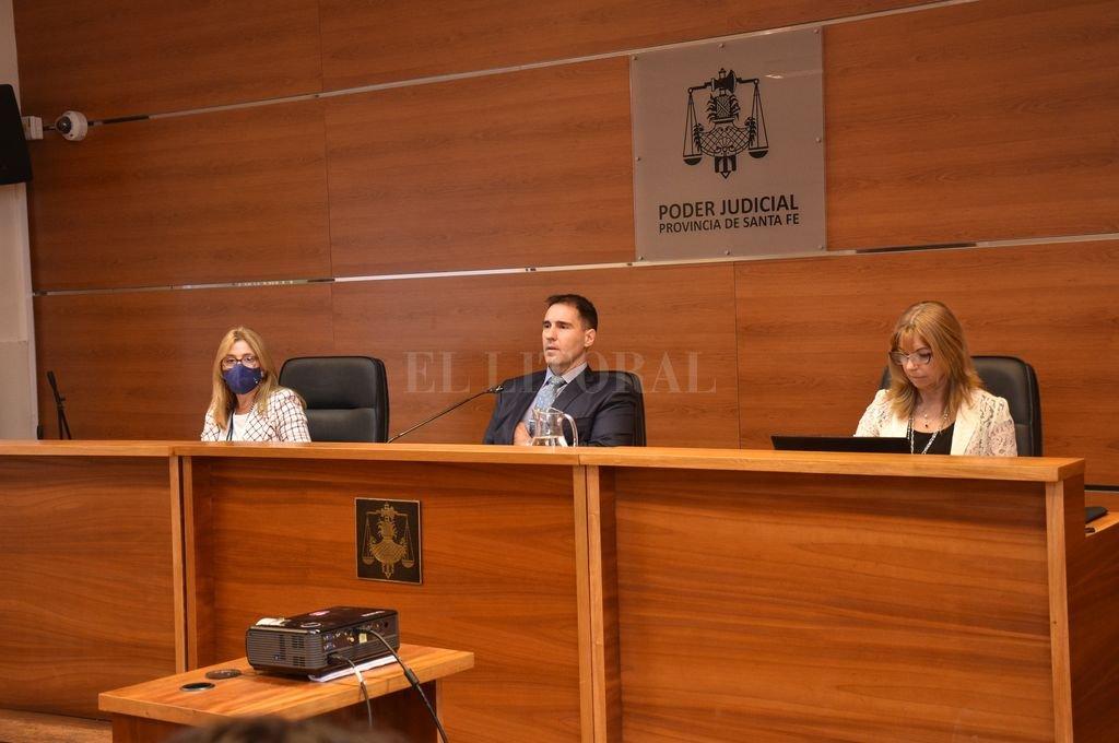 El tribunal, compuesto por los jueces José Luis García Troiano -presidente-, Rosana Carrara y Sandra Valenti. Crédito: Flavio Raina