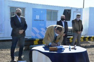 Comenzó la obra de la autopista de la Ruta Nacional 33 - El administrador nacional de Vialidad, Gustavo Arrieta y el gobernador Omar Perotti -