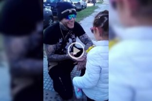 Video: el tierno gesto de Alex Caniggia con una niña fan -