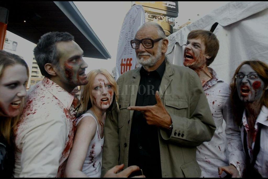 """La herencia del """"padre"""" de los zombis modernos - """"Romero se aleja del zombi surgido en el vudú, para desarrollarlo como una representación del lado más oscuro de los humanos, proponiéndolo como un ser individualista y voraz"""", señala Laura Mó."""