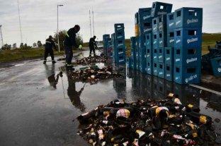 Un camión derramó más de 3000 litros de cervezas en Córdoba