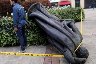 Indígenas colombianos derribaron una estatua de conquistador Gonzalo Jiménez de Quesada