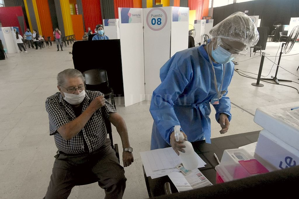 Covid: en la provincia de Santa Fe ya se vacunó al 50 por ciento de la población objetivo -  -