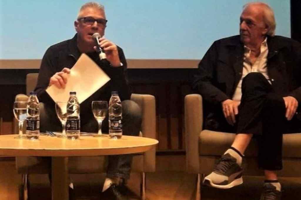 Rubén Rossi junto a César Luis Menotti. El santafesino participa de la Escuela de Entrenadores del