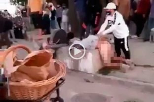 Video: vecinos lincharon y desnudaron a dos motochorros -