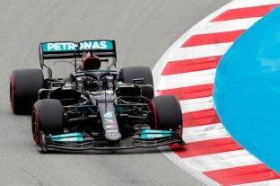 Hamilton se impone sobre Verstappen en Barcelona y estira su ventaja en el Mundial