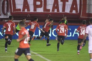 Independiente superó a Huracán y se metió en los cuartos de final