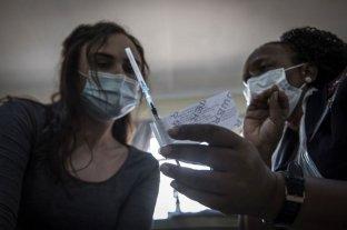 Tres personas fueron detenidas por vender vacunas contra el COVID-19