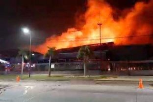 Incendio sin control en una planta panificadora de San Fernando