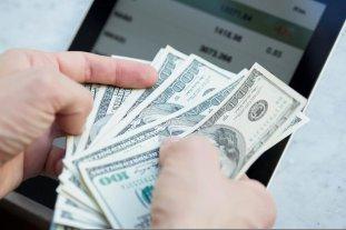 """El dólar """"ahorro"""" supera los $ 163 y el """"blue"""" se vende a $ 151"""