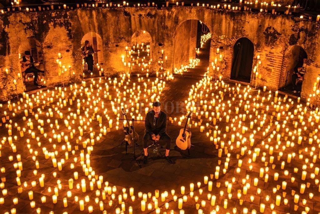 Más de 25 canciones, 5 mil velas, 30 músicos y una de las veladas más emocionantes que se haya vivido en estos tiempos.  Crédito: Gentileza Metamorfosis