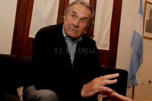 "Reutemann sigue internado en terapia intensiva y se encuentra ""estable"""