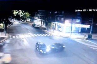 Video: así fue el choque de la picada mortal que acabó con la vida de un hombre y su hijo en Rosario  Cámara de seguridad