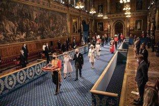 La reina Isabel expuso las prioridades del Gobierno británico al inaugurar las sesiones parlamentarias