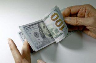 """El dólar oficial abre estable y el """"blue"""" se vende a $ 152"""