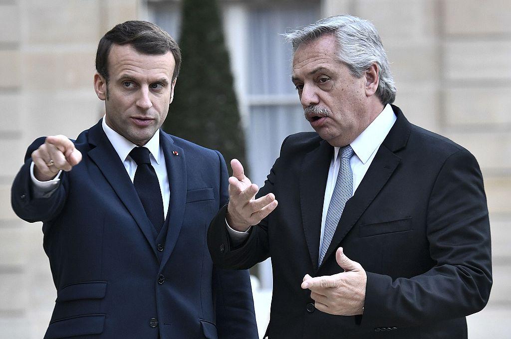 Fernández continuará este miércoles las negociaciones buscando más apoyo para lograr esa postergación, en una reunión que mantendrá con el presidente de Francia, Emmanuel Macron Crédito: AFP/Archivo