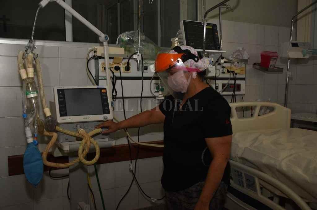 En las salas de cuidados intensivos del Cullen el 90 % de las personas que sufren una insuficiencia renal aguda precisan diálisis transitoria.   Crédito: Manuel Fabatía/ archivo