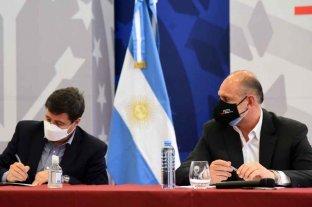 Arroyo y Perotti firmaron convenios para la urbanización de barrios en Rosario