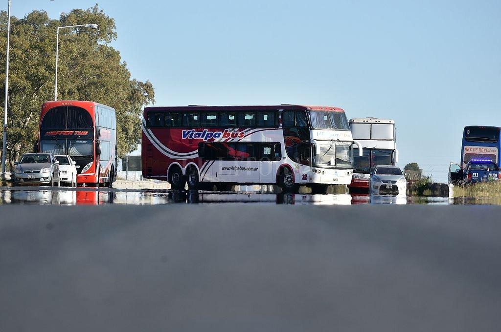El reclamo incluyó un corte en la autopista Rosario-Santa Fe en su intersección con la Autovía 19. Crédito: Pablo Aguirre