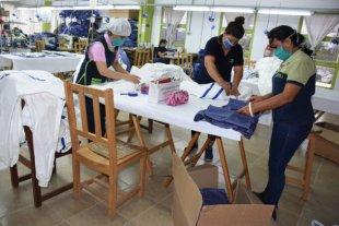 Otorgan una ayuda económica de $ 11.000 a trabajadores de emprendimientos autogestionados