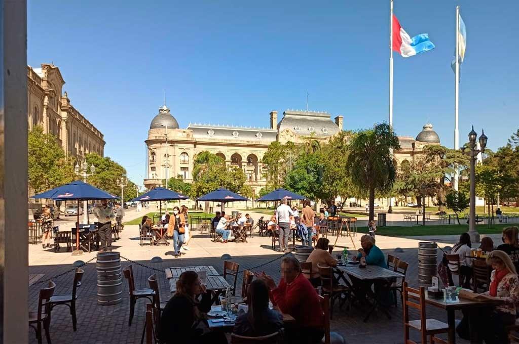 El bar está ubicado frente a la Plaza 25 de Mayo.  Crédito: El Litoral