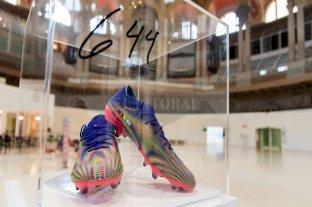 Pagaron 176.250 dólares por unos botines de Messi