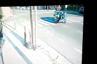 Atropelló a una mujer y se dio a la fuga: tapó la patente pero quedó filmado y fue detenido