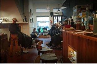Audaz golpe en una barbería céntrica - Clientes y empleados fueron despojados de sus pertenencias.