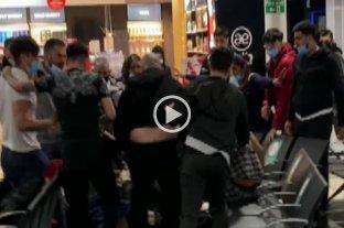 Video: heridos y detenidos tras una batalla campal en el aeropuerto Luton de Londres