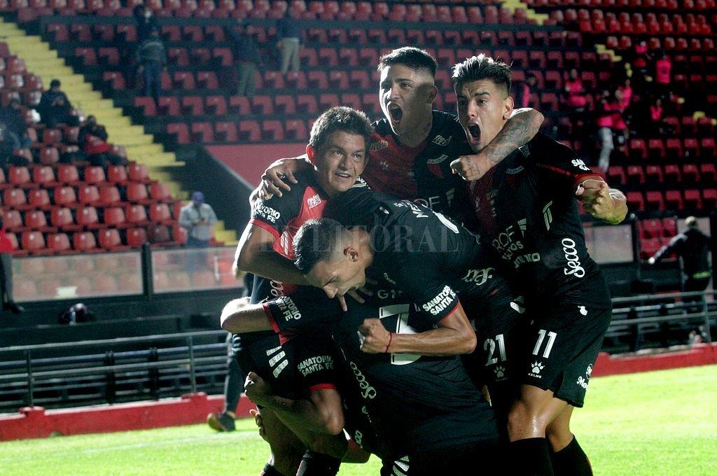 Colón y Talleres, por el pase a semifinales -  -