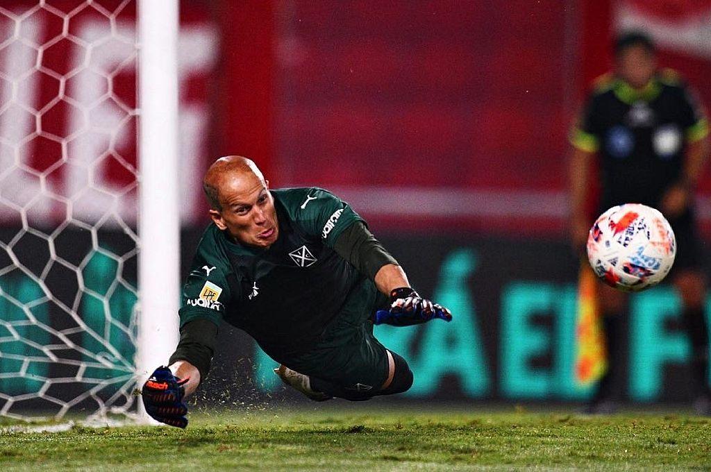 Enorme actuación del arquero Sosa para Independiente en la definición por penales. Crédito: Captura digital