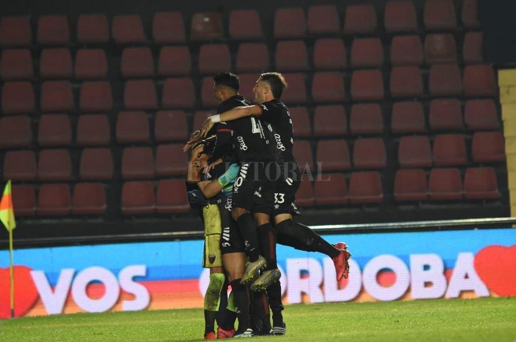 """Colón venció a Talleres: la noche de Burián - """"Torre sabalera"""" sobre el """"Pulga"""" Rodríguez y el """"Cachorro"""" Burián.  -"""