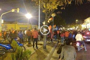 Colón en semis, la gente en las calles -