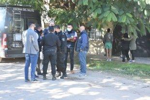 Falleció el otro hombre baleado en barrio Cabal - Peritos e investigadores trabajaron en la escena del cruento suceso. -